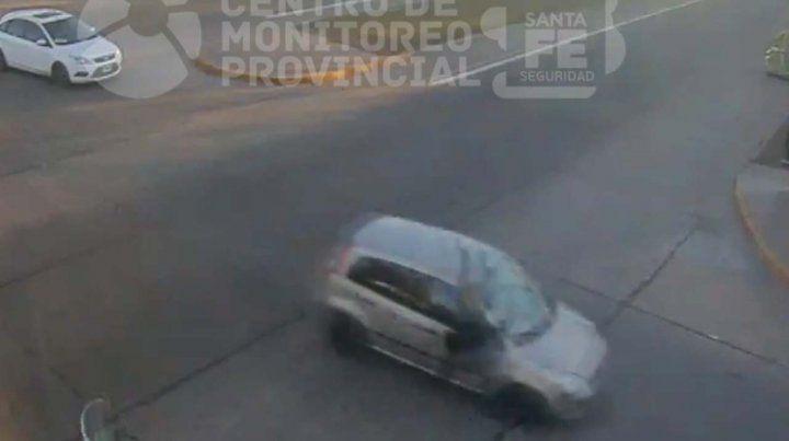 Un ciclista sufrió heridas de consideración al chocar contra un auto