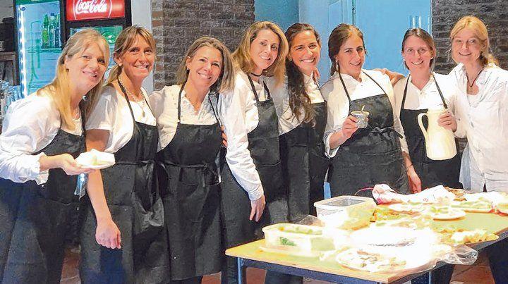 Colaboración. Las voluntarias de Surcos todos los años organizan un té a beneficio