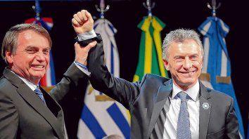 Distendidos. Mauricio Macri y Jair Bolsonaro bromearon sobre fútbol y el resultado de la Copa América.