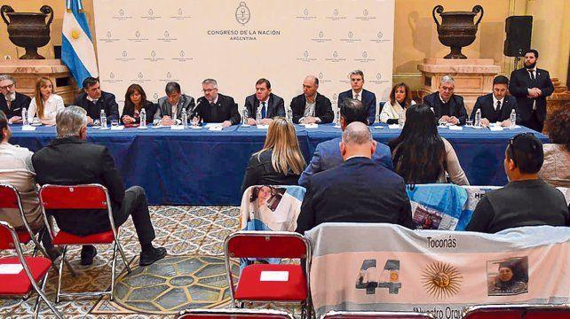 Conclusiones. La conferencia desarrollada en el Congreso con asistencia de legisladores oficialistas y opositores.