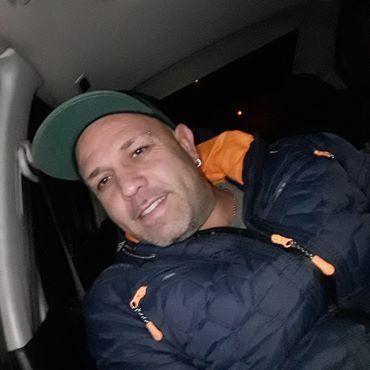 Carlos Ariel Señuque, de 41 años, fue asesinado esta mañana en el corazón del barrio Pichincha.