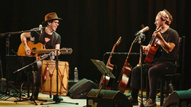 Amigos. Raly Barrionuevo y Lisandro Aristimuño cantaráan clásicos latinoamericanos a dos guitarras.