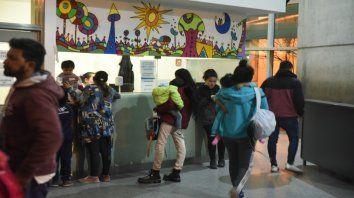 Esta semana volvieron a formarse filas para atenderse en el Hospital de Niños Víctor J. Vilela.