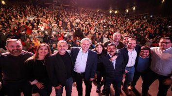 Teatro Luxor. Alberto Fernández reunió ayer en Carlos Paz a intendentes y dirigentes provinciales.