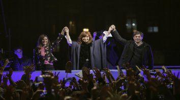 Apoyos. Cristina Fernández junto a Fernanda Raverta y Axel KIcillof, en plena Rambla marplatense.