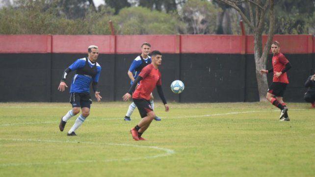 Rivero controla el medio campo en el partido principal de esta mañana