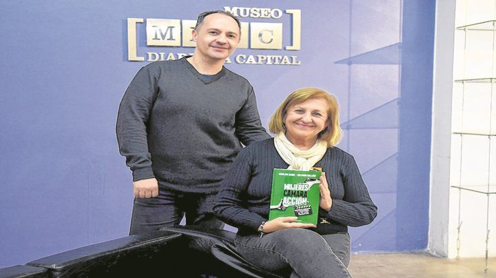 Rolando Gallego y Catalina Dlugi junto al texto que detalla el valor de la mujer en el cine.