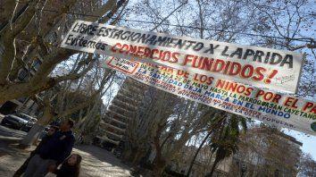 La necesidad de reactivar el sector de inicio de la calle Córdoba se manifestó estos días a través de pasacalles.