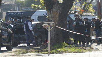 Escena. Peritos trabajando donde fueron asesinados Medina y Campos.