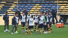 Cocca le brinda indicaciones a los once apellidos que ya tiene bien definido para que empiecen la Superliga.