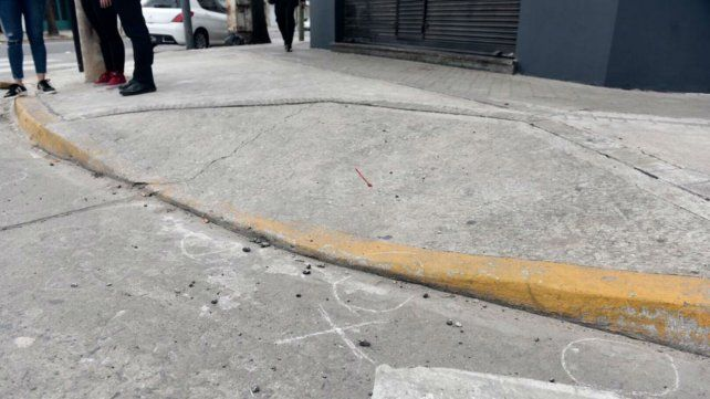 Las marcas del ataque quedaron en la esquina de Balcarce y Arijón.