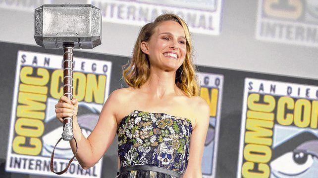 Natalie Portman. La actriz posó con el emblemático martillo de Thor.