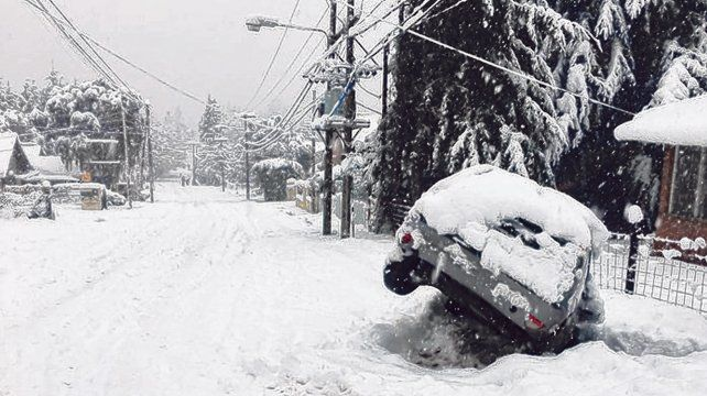 Neuquén. El temporal de nieve afecta a Villa La Angostura y Aluminé.