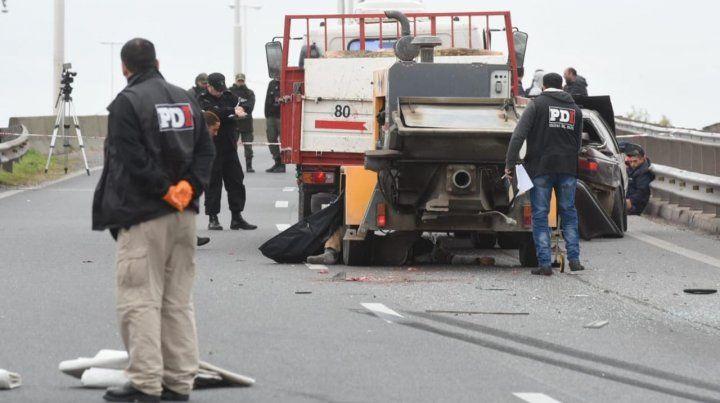 Murió un joven que fue atropellado por un camión cuando empujaba su auto descompuesto