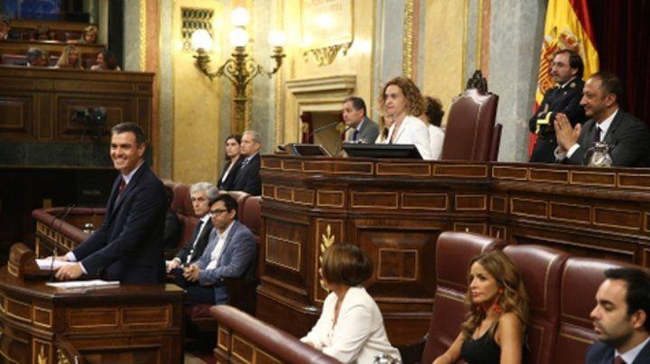 madrid. Pedro Sánchez sonríe durante la sesión de ayer en el Parlamento que no le fue favorable.