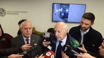 Conferencia. Lifschitz, Lavagna y Estévez, precandidato a diputado nacional por Santa Fe, ayer en el Polo Tecnológico de Rosario.