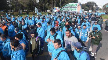 protesta. Largas columnas de manifestantes partieron desde Oroño y Pellegrini hasta el club Sportivo América.