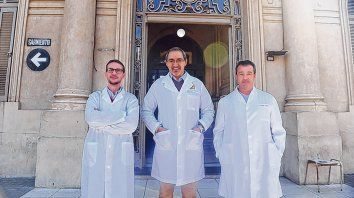 En equipo. Los doctores Ezequiel Palmisano, Derlin Juarez Muas y Andrés Pérez Grassano.
