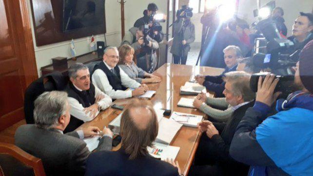 La reunión entre los funcionarios provinciales