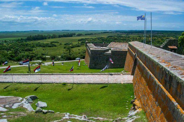 Legado. El Fuerte de San Miguel fue construido por los españoles en 1734 y tomado por los portugueses tres años después. En 1737 volvió a manos españolas.