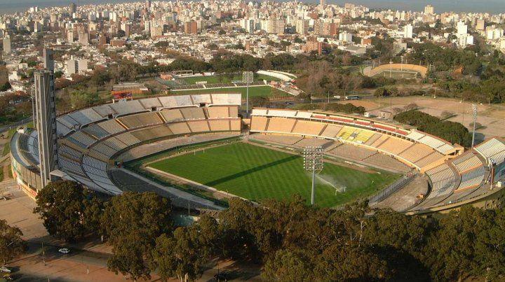 Garra charrúa. El Estadio Centenario de Montevideo atesora toda la historia futbolera del país vecino.