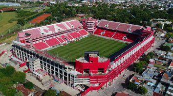 El estadio Libertadores de América no recibirá al público local y al de Newells el lunes por la insólita suspensión.