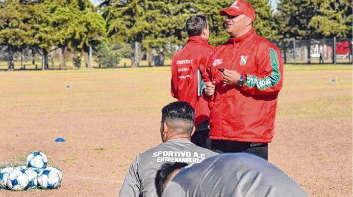Tomó las riendas. Leo Fernández llegó al Lobo de Las Parejas y tendrá el debut el miércoles 21 ante Colón en la Copa Santa Fe