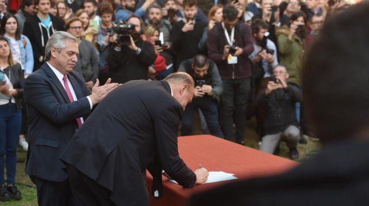 El entrañable abrazo entre Alberto Fernández y Perotti