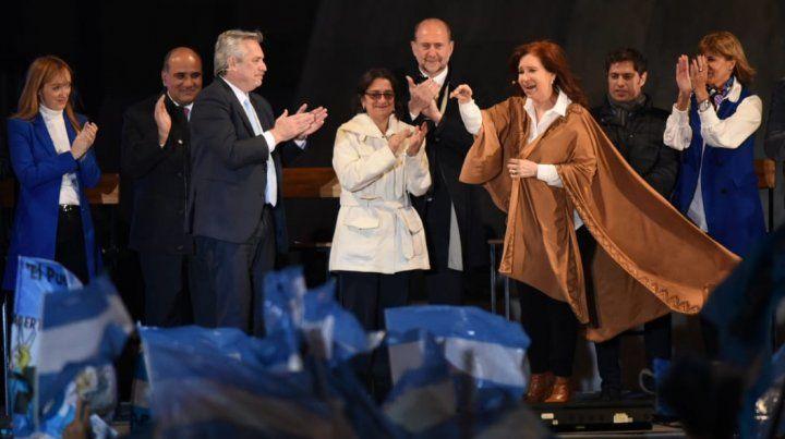 Vamos a cambiar la Argentina en el primer semestre, prometió Alberto Fernández en el Monumento