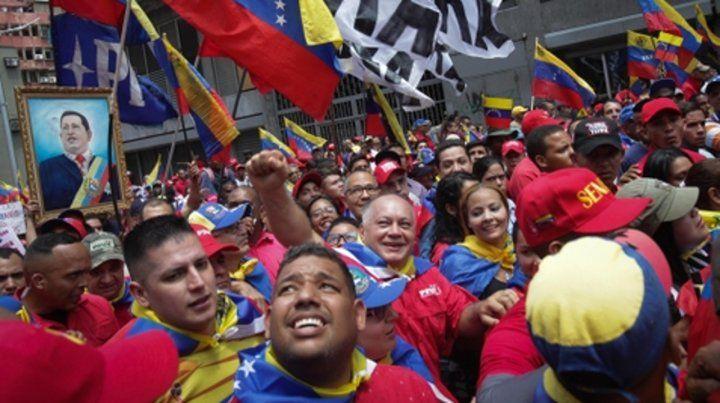 Simpatizantes chavistas marcharon ayer por las calles de Caracas.