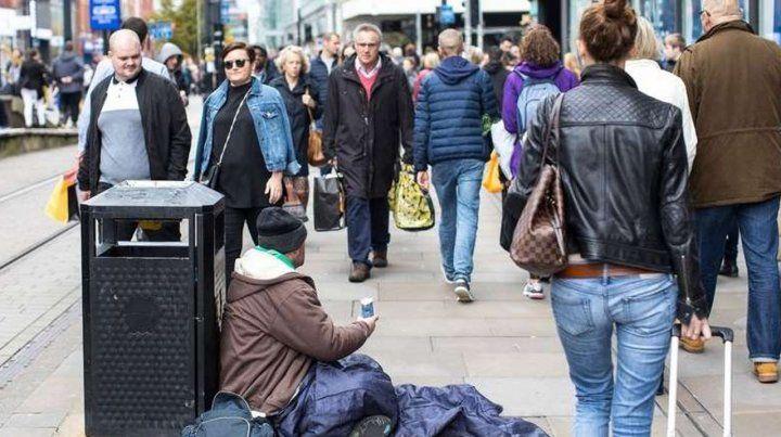 Una ciudad sueca exige el pago de un permiso para pedir en la calle