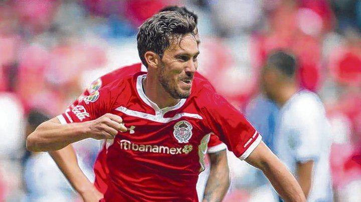Conoce Central. El lateral izquierdo jugó en 2009/2010 y actualmente está en Toluca de México.