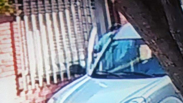 Una cámara de video registra un audaz y rápido robo a plena luz del día en Arroyito