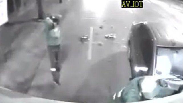 Chocó contra un camión recolector de residuos e hirió gravemente a un trabajador