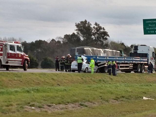 Dos personas murieron por un tremendo choque en la autopista Buenos Aires-Rosario