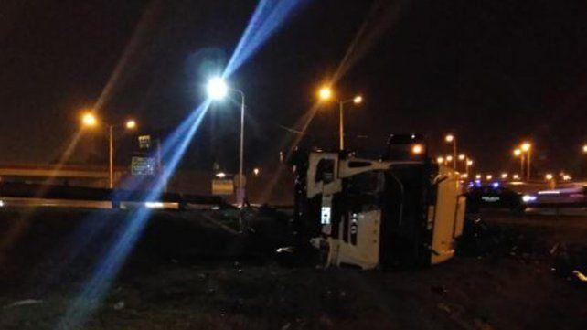 Un camión con cervezas volcó en Circunvalación