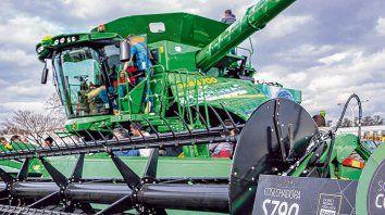 Conexión. La plataforma digital de la cosechadora almacena información agronómica que permite tomar mejores decisiones en la próxima siembra.