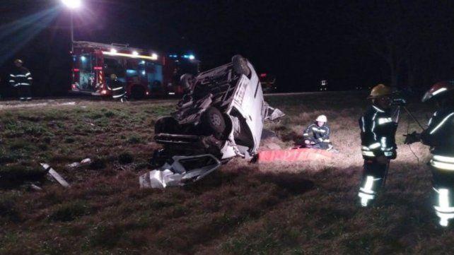 Destruido. El auto volcó y el conductor falleció en el acto.