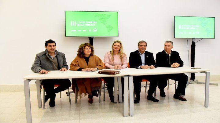De local. Verónica Geese (centro) en la presentación del evento.