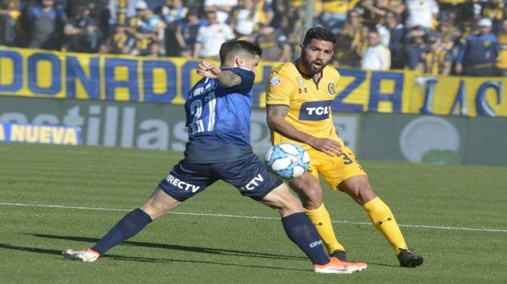 En acción. Brítez jugó contra Atlético Tucumán y Talleres por el lateral izquierdo.