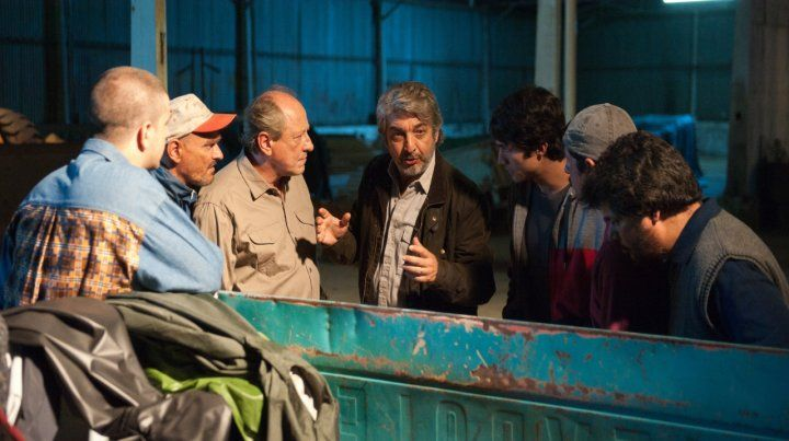 Ricardo Darín encabeza el grupo que pretende potenciasr fuerzas para vengarse de un vecino traidor.