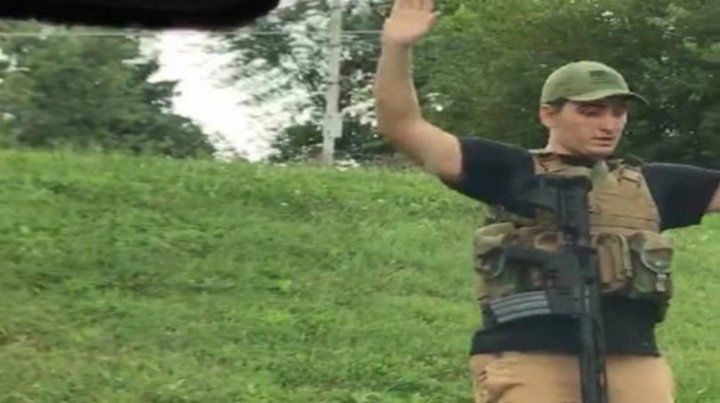 Dmitriy Andreychenko se entrega a la policía luego de su alocada incursión.