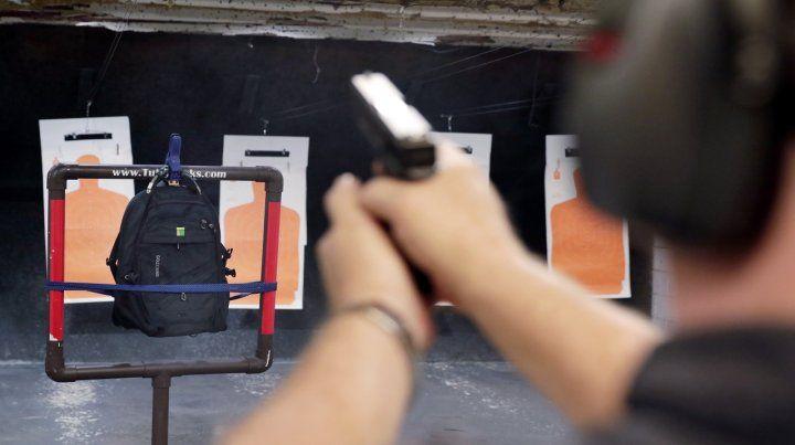 Demostración. Una mochila pasa la prueba en un polígono de tiro.