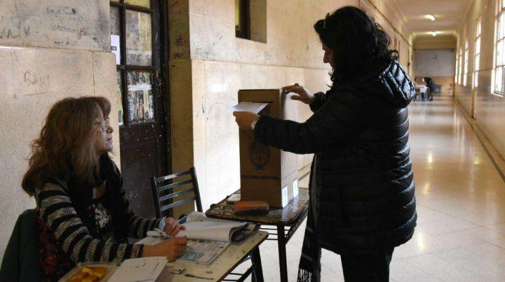 En el Nacional 1 los rosarinos fueron a las urnas desde bien temprano.