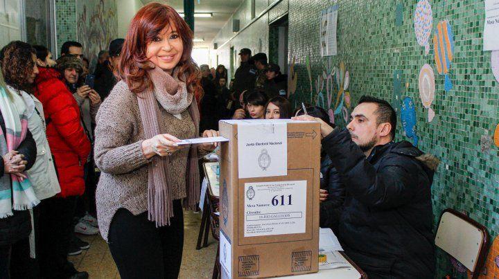 Cristina Kirchner votó en Río Gallegos y se retiró sin hacer declaraciones