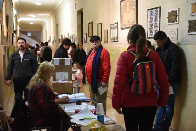 A una hora del cierre de las urnas votó más del 66 por ciento del padrón nacional