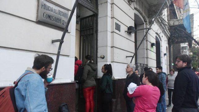 La gente que no votó se acercó a la comisaría a buscar los certificados para justificar la ausencia a las urnas.
