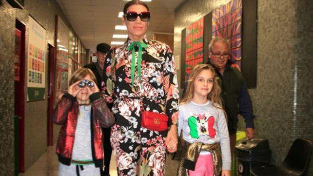 Florencia de la V fue a votar con sus hijos Paul e Isabella. Foto: Gentileza Infobae