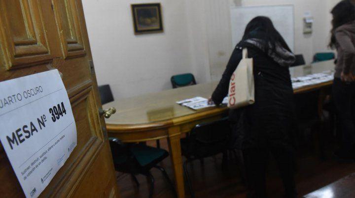 A las 18 cerraron los comicios y comenzó el conteo de los votos.