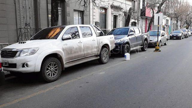 Estacionadas. Dos de las camionetas robadas